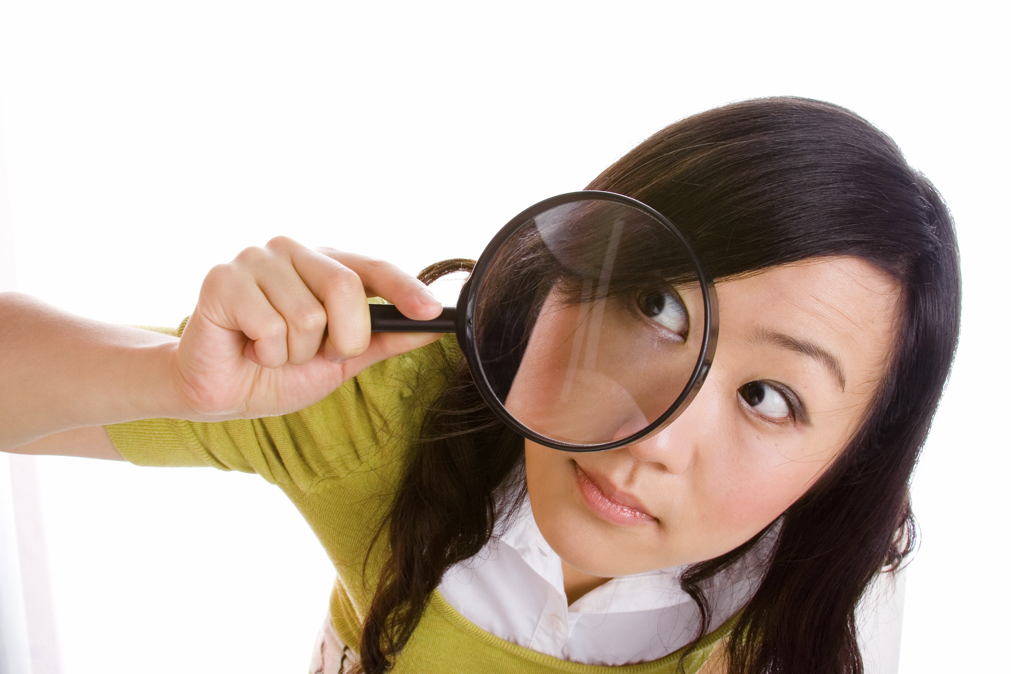 16_38_08_657_girl_looking_through_magnifying_glass